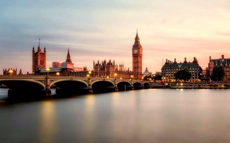 Turisti inglesi, dal premier Boris Johnson lo sconsiglio per i viaggi in Europa