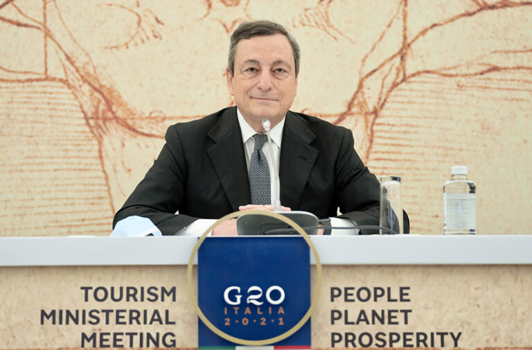 Draghi annuncia: a giugno arriva il pass europeo, l'Italia riapre al turismo