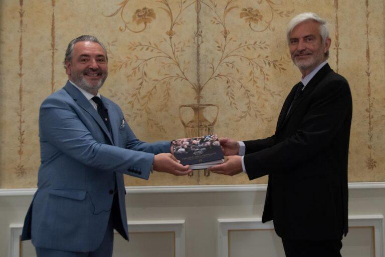 I segreti dell'ospitalità: un libro di Palmiro Noschese per capire come diventare un manager di successo